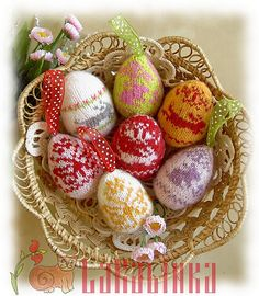 knit easter eggs - wish I had more craft time, these are adorable!