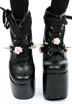 I literally need these spike-and-flower shoe garters