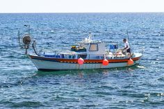 Small Fishing Boat - The Best Small Boat For Fishing Fishing Boats, Sailing, Sea, Traditional, Tips, Candle, Advice, Ocean, Bass Boat