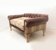 Chesterfield Dog Sofa. Luxury Sofas For Dogs Cats Pets.