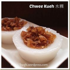 Another Singapore Malaysia Hawker Food–Chwee Kueh or Steamed Rice Cake With Preserved Radish - Guai Shu Shu Asian Snacks, Asian Desserts, Asian Recipes, Chinese Desserts, Chinese Recipes, Yam Recipes, Indonesian Desserts, Ethnic Recipes, Malaysian Cuisine