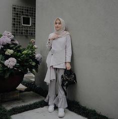 @nisacookie Modern Hijab Fashion, Hijab Fashion Inspiration, Muslim Fashion, Casual Hijab Outfit, Hijab Chic, Fashion Pants, Fashion Dresses, Hijab Wear, Muslim Dress