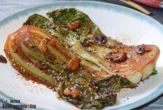 Aquí tenéis una buena y sencilla receta de Pak choi con anacardos y salsa tamari (la salsa de soja sin gluten), además de jengibre, sésamo, ajo, shichimi togarashi... Es un entrante muy fácil y rápido de hacer, y una forma de conseguir que toda la familia disfrute comiendo verdura. Toma nota de la elaboración paso a paso.