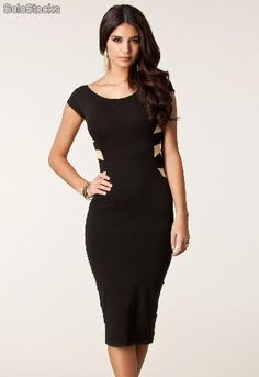 Vestido negro pegado a la rodilla
