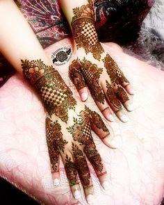 Henna Design By Fatima Pakistani Henna Designs, Arabic Bridal Mehndi Designs, Rose Mehndi Designs, Latest Henna Designs, Finger Henna Designs, Henna Art Designs, Mehndi Designs For Girls, Unique Mehndi Designs, Beautiful Henna Designs