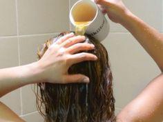 Voici comment traiter les cheveux gras et prévenir d'autres problèmes capillaires naturellement !