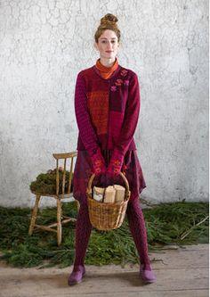 """Gudrun Sjödens Weihnachtskollektion 2015 - Langweilig war gestern! Strukturstrick an Seiten und Vordertasche, dazu Linksnähte machen diese Strickjacke zum Highlight. Bestelle jetzt deine """"Britta"""" Strickjacke: http://www.gudrunsjoeden.de/mode/produkte/strickjacken-westen/handbestickte-strickjacke-britta-aus-wolle"""