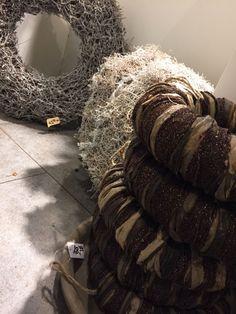 adventskranz aus holz mit windlichtern adventsdekorationen im edeka christmas decoration. Black Bedroom Furniture Sets. Home Design Ideas