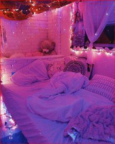 Indie Room Decor, Cute Bedroom Decor, Room Ideas Bedroom, Bedroom Inspo, Wall Decor, Chill Room, Cozy Room, Neon Bedroom, Pretty Room