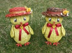. Paper Weaving, Weaving Art, Diy And Crafts, Arts And Crafts, Paper Crafts, Newspaper Art, Weaving Designs, Paper Basket, Paper Flowers Diy