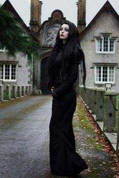 This traditional styled #Goth girl is channeling her very best Morticia!