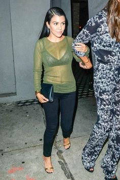Kourtney Kardashian199852 INF/Starface 2015-08-14 California Los Angeles Etats-Unis August 14, 2015: Kourtney Kardashian flaunts her cleavage in sheer top as she dines out with friends at Craig's restaurant in Los Angeles, California. Kardashian, Kourtney