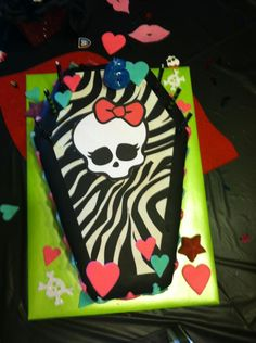 Miss Riley's Monster High Birthday Party Cake !