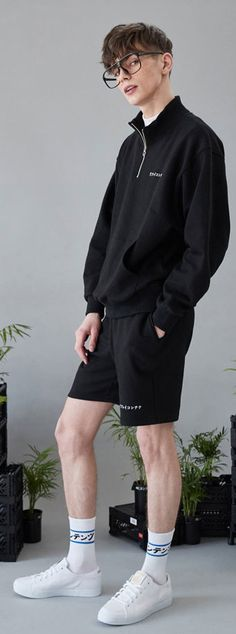 리플레이 컨테이너의 19번째 재생컨텐츠, RC 시그니처 스웨트 쇼츠, Model: 182 cm / 63kg / Free size Men Street, Street Wear, Boy Fashion, Mens Fashion, Fashion Design, Gq, Look Festival, Estilo Cool, Outfits Hombre