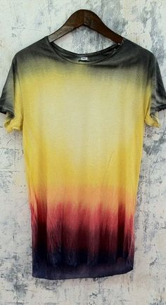Yokii Art Tie Dye Shirts, Dye T Shirt, Tie Dye Fashion, Mens Fashion, Camisa Tie Dye, How To Tie Dye, How To Wear, Cool Hoodies, Tye Dye