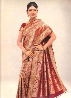 kerala wedding saree Kerala Wedding Saree, Wedding Silk Saree, Kanjivaram Sarees, Lehenga Choli, Pretty Outfits, Beautiful Outfits, Pretty Clothes, Beautiful Clothes, Wedding Saree Collection