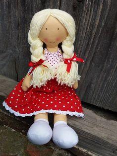 Bábika v červenej sukničke :)