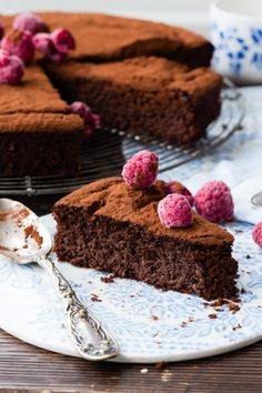 Sometimes it is not easy to find a good cake that is fluffy and also gluten free. This Thermomix flourless beetroot chocolate tart is like heaven. Cakepops, Lchf, Thermomix Desserts, Thermomix Recipes Healthy, Vegan Desserts, Vegan Food, Best Chocolate, Chocolate Tarts, Beetroot Chocolate Cake