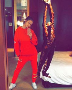 12 Things to Know About Our Style Crush, Barbara Palvin Barbara Palvin, Tokyo Fashion, Paris Fashion, Justin Bieber, Wattpad, Evolution Of Fashion, Jeans And Sneakers, Victoria Dress, Milan Fashion Weeks