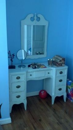 shabby chic vanity table and mirror