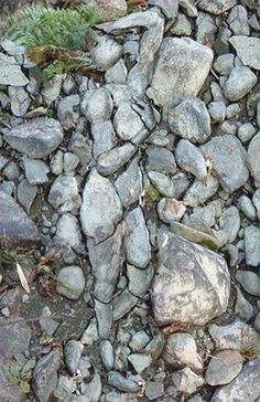 land art - figure in the stone Optical Illusions Pictures, Illusion Pictures, Amazing Optical Illusions, Illusion Kunst, Optical Illusion Art, Art Optical, Art Pierre, When You See It, Wow Art