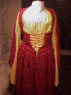 16th century Irish Shinrone Gown and léine by historian Kass McGann
