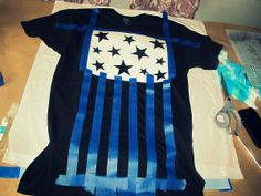 Stars and Stripes, Bleached T-Shirt: DIY. WobiSobi: Stars and Stripes, gebleichtes T-Shirt: DI Bleach Shirt Diy, Diy Tie Dye Shirts, Bleach Tie Dye, T Shirt Diy, Tye Dye, Diy Bleached Shirt, Bleach Pen, Gebleichte Shirts, Vinyl Shirts
