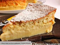 The magic cake recipe: 1 mixture = 3 layers, a moist cake, a cream and a genoise sponge. A rapid and easy cake recipe! Easy Vanilla Cake Recipe, Chocolate Cake Recipe Easy, Easy Cake Recipes, Fruit Recipes, Dessert Recipes, Köstliche Desserts, Delicious Desserts, Royal Cakes, Paleo