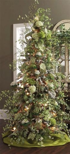 Unique and Sophisticated Christmas Tree Decorations