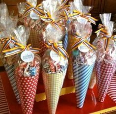 Candy gifts in a paper cone . Candy gifts in a paper cone . Candy Party, Party Treats, Party Favors, Favours, Wedding Favors, 1st Birthday Parties, Birthday Gifts, Art Birthday, Candy Cone