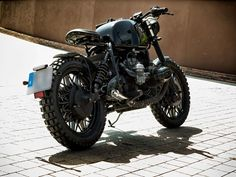 This is a custom motorcycle made by Fran Manen (Lord Drake Kustoms) based on a BMW and in a Cafe Racer and Scrambler style. Custom Bmw, Cafe Racers, Scrambler, Drake, Lord, Motorcycle, Vehicles, Style, Motorbikes