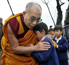 Dalai Lama was at the disaster area of 3-11 earthquake and tsunami in Japan