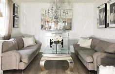Vi elsker dette hjemmet! Flinke @my_home_my_heart har tatt et nydelig bilde av stuen sin med salongbord speil og speilbilder fra @classicliving  Denne profilen er verdt å følge. #classicliving