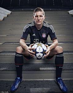 """Und auch wenn es jetzt heißt """"das Ende von Bastian S."""" Ist es das nicht. Es ist das Ende für die Nationalmannschaft weil ohne dich nichts läuft Spaß❤ Es ist das Ende einer Legende. Aber spielen tust du ja immer noch❤"""