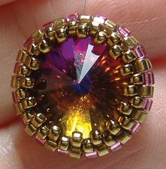 Free Instructions to create a Peyote Bezel by Around the Beading Table