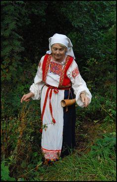 Wise old Karelian lady I by Eirian-stock Folk Costume, Costumes, Time Heals, Fantasy Inspiration, Vikings, Harajuku, Deviantart, Lady, Artist
