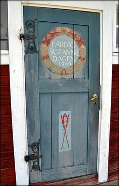Decorated door on a shed outside the famous artist Carl Larsson residence - fotografie Carl Larsson, Swedish Style, Scandinavian Style, Alphonse Mucha, Swedish Interior Design, Painted Doors, Painted Walls, Painted Furniture, Shed Doors