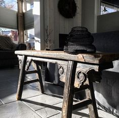 MyHome! Sober rustic interieur Colour Combinations Interior, Sober, Entryway Tables, Rustic, Furniture, Home Decor, Atelier, Country Primitive, Decoration Home