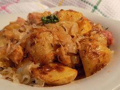 Brambory se zelím a slaninou pečené v sáčku Omyté brambory i se slupkou nakrájíme na čtvrtky, cibuli na osminky, slaninu na kostky. Zelí pokud je dlouhé překrájíme a lehce vymačkáme....