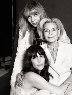 Liv Tyler, Bebe Buell and Dorothea Johnson Victor Demarchelier / Harper's Bazaar Mother Daughter Pictures, Mother Photos, Mother Daughters, Bebe Buell, Generation Pictures, Generation Photo, Family Portrait Poses, Family Posing, Group Photo Poses