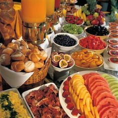 rustic breakfast buffet display - Buscar con Google
