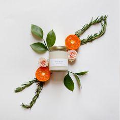 Rosmarin-Jar Candle mit Gold Deckel - 100 % Soja - minimalistischen Label - krautige Duftkerze infundiert mit ätherischen Ölen