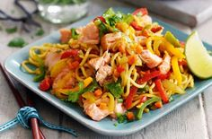 It doesn't take long to whip up Slimming World's spicy hot-smoked salmon noodles. This healthy stir-fry combines salmon fillets with a light soy sauce and lots of veggies, including onion and carrot. Slimming World's spicy hot-smoked Spicy Salmon, Stir Fry Recipes, Cooking Recipes, Healthy Recipes, Salmon Stir Fry, Seafood Recipes, Dinner Recipes, Tuna Recipes, Skinny Kitchen