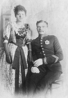 Have old photographs but don't know who these people are? Check out these great tips for identifying those people in old, unlabeled pictures. You might just hit a #genealogy jackpot!