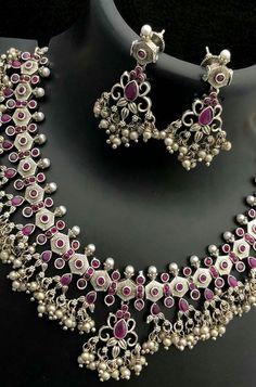 Designer Silver Jewellery, Silver Jewellery Indian, Silver Jewelry, Silver Earrings, Jewlery, Pearl Necklace Designs, Jewelry Design Earrings, Necklace Set, Oxidised Jewellery