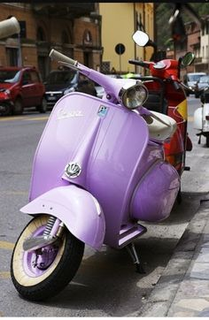 Beautiful lilac Vespa by Piaggio(Italian brand of scooter) The Purple, Purple Stuff, All Things Purple, Shades Of Purple, Purple Cars, Pastel Purple, Purple Swag, Periwinkle, Purple Flowers