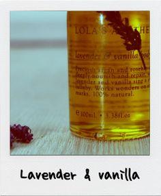 Lavender & vanilla oil. Unikátní arganový a šípkový olej hluboce vyživuje a regeneruje, zatímco levandule a vanilka zpívá sladkou ukolébavku.____Precious argan and rosehip oils deeply nourish and repair, while lavender and vanilla sing a sweet lullaby.