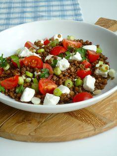 Lekkere en gezonde linzensalade met geitenkaas, een ideale maaltijdsalade voor een doordeweekse dag,