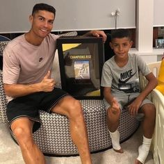The 'FIFA 19 cover star' Cristiano Ronaldo has received the world's first copy of the game which isn't due for release until September . Cr7 Jr, Neymar Jr, Cristiano Ronaldo Cr7, Cristino Ronaldo, Ronaldo Real, World Best Football Player, Football Players, Messi, Cr7 Junior