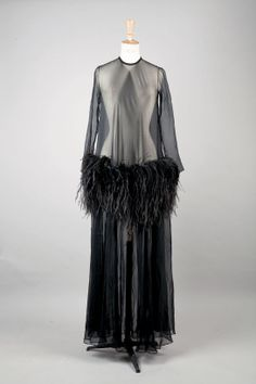 YVES SAINT LAURENT haute couture automne-hiver 1968-1969 http://www.vogue.fr/mode/news-mode/diaporama/vente-aux-encheres-danielle-luquet-de-saint-germain-yves-saint-laurent-muse/13131